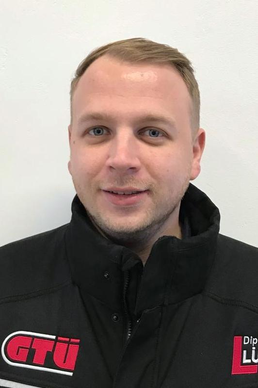 Mitarbeiter Dennis Neumann